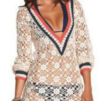 The Ondade Mar Riviera Sands cotton crochet coverup has a v neck front and is a beautiful coverup for any of your Ondade Mar suits!