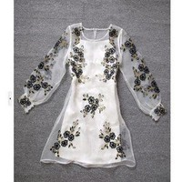 wwwbeautycall — Embroidered long-sleeved dress