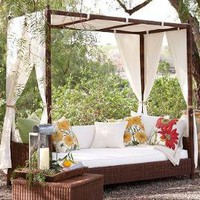 Palmetto All-Weather Wicker Daybed