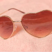Elegant Heart Shaped Frames Sunglasses