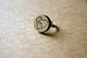 personalized wood tree trunk heart ring Black by alliterations