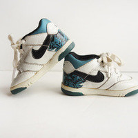 Vintage 1992 Nike Air Sneakers Sz 2.5  — Wary Meyers
