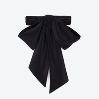 CLASSIC SAINT LAURENT LAVALIERE IN BLACK SILK CRÊPE