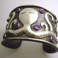 Sleepy OCTOPUS Antiqued Silver Cuff BRACELET by tesoromexicano