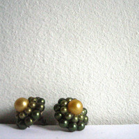 vintage faux pearl screw back earrings sage by voladoravintage