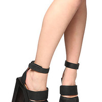 Jeffrey Campbell Shoe Eggert in Black