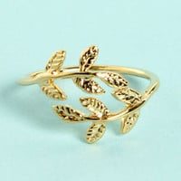 Leaf Me Be Gold Knuckle Ring