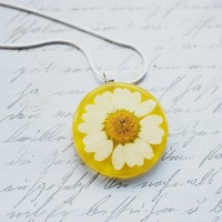 NaturalPrettyThings | Daisy Necklace Resin Necklace Real Flower Mother's day gift  | Online Store Powered by Storenvy