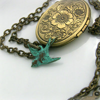 Photo Locket  Bird Locket Photo   Vintage Picture by lefrenchgem
