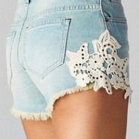 NWT PALE BLUE DENIM SHORTS white FLORAL CROCHET high waist LIGHT WASH vintage