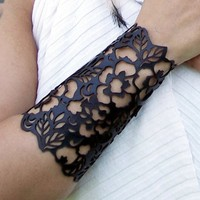 Cuff &quot;Floral&quot; in black leather 6-1/2&quot; wrist | TomBanwell - Leather Craft on ArtFire