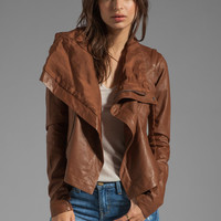 VEDA Max Classic Convertible Jacket in Desert from REVOLVEclothing.com