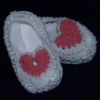 Newborn booties by staceyLynnCreates on Etsy