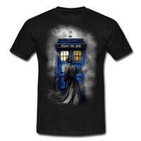 Tardis Doctor Who With David tennant in the mist Black Gildan Tshirt S - 2XL