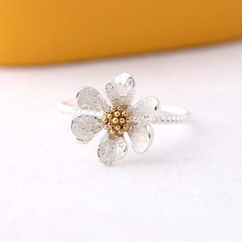 silver daisy ring by bythecoco on Etsy
