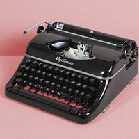 1950s Optima Elite Typewriter. Restored and fully working. Portable german vintage typewriter. Glossy black. With wooden case.