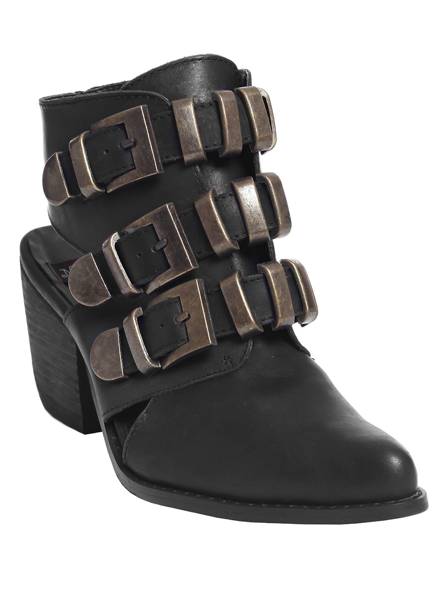 Shop Buckle's great collection of women's shoes. Find the latest trends in boots, heels, flips & sandals, sneakers and more.