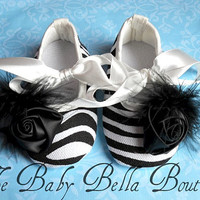 Zebra Baby Girl Crib Shoes Baby por TheBabyBellaBoutique en Etsy