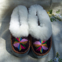 Warm leather slippers sheepskin cozy womens slipper gifts leather embroidered moccasins ladies accessories moccasin slippers