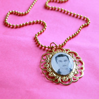 Joseph Gordon Levitt cameo necklace
