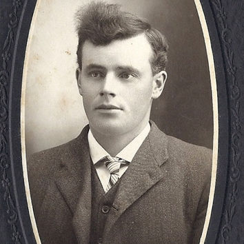 Victorian Cabinet Card, Suave gentleman early 1900s, Jack Logan Blyth Ontario, H.R. Brewer photographer