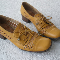 Vintage camel brown leather lace up shoes size 6 by vintageagogirl