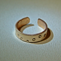 Bronze toe ring going in circles