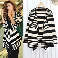 BLACK AND WHITE GRAIN CARDIGAN