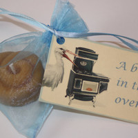 Baby Shower Favors - A Bun in the Oven - Announcements - Bun Candle