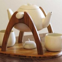 Tea With a Romantic Twist: Pivoting Set Encourages Convos
