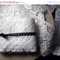SALE - White lace trim. Vintage lace. 400 cms of deep lace edging from original bobbin. Unused vintage lace. English lace.