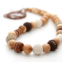Cappuccino beads - Teething nursing necklace in juniper wood, brown, cream, beige