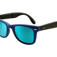 Look who's looking at this new Ray-Ban Wayfarer Folding Flash Lenses