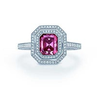 Tiffany & Co. - Ring in platinum with a 1.14-carat Fancy Deep Pink diamond.