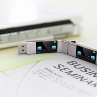 U Transfer – USB Stick Concept by Yiyan Cao » Yanko Design