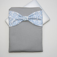 MacBook Pro / Air Case, Laptop Sleeve - Gray with French Blue Damask Bow - Double Padded