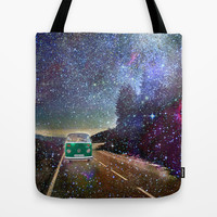 Stars Wander wolkswagen. Dreams. Green Tote Bag by Guido Montañés