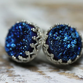 Sterling silver stud earrings with blue druzy. SIlver stud earrings. Post earrings. Druzy earrings. Blue quartz earrings. Vintage earrings.