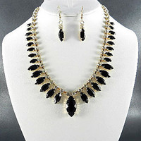 "FASHION GOLD PLATED METAL BLACK COLOR RESIN BEADS RHINESTONE NECKLACE SET. 17""L - 4""EXTENDER"