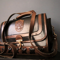 70s Black and Tan Dina Jordan Leather Structured Satchel Shoulder Bag Preppy