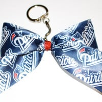 Patriots Keychain Bow with Red Center and an opening and closing clasp